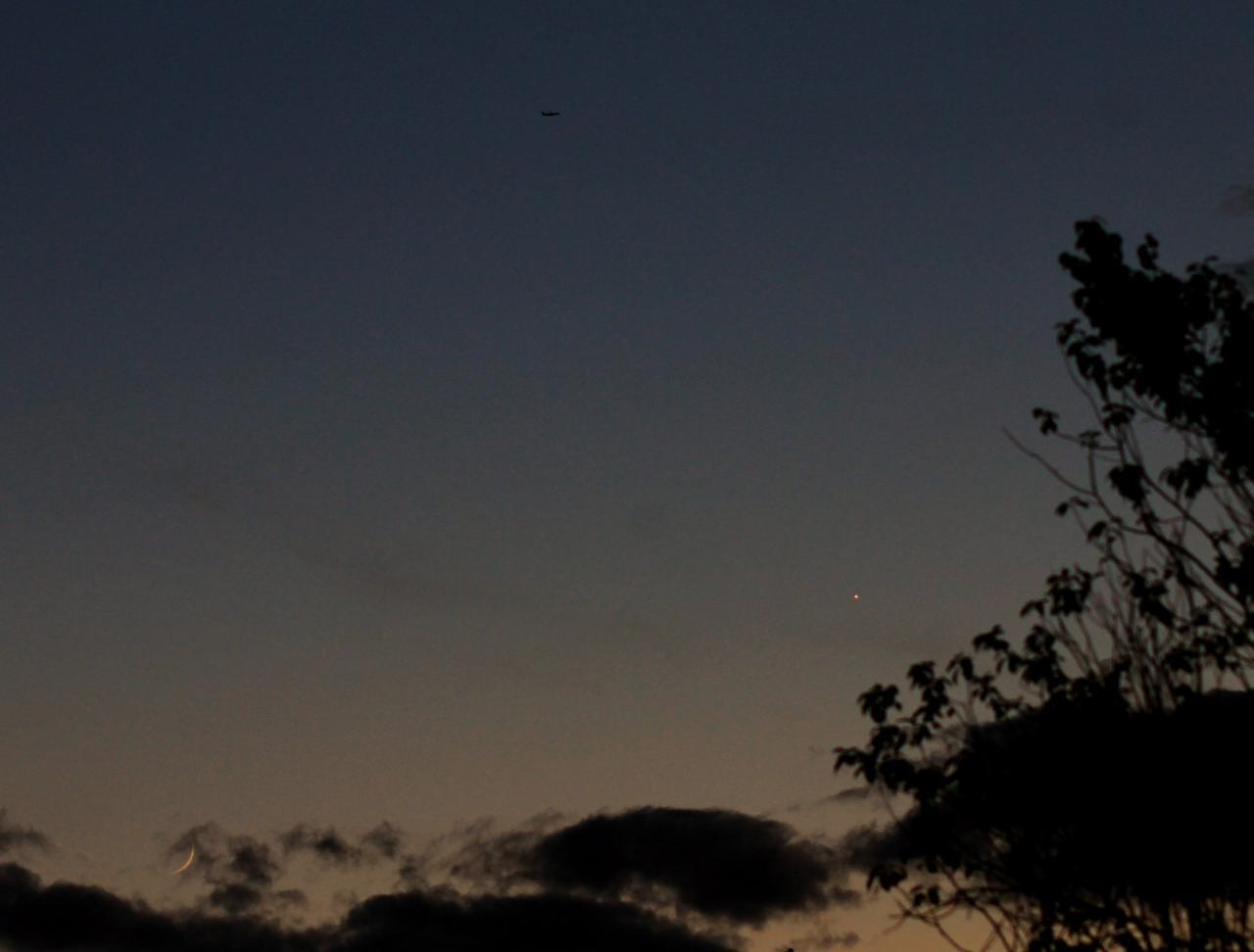 Rapprochement Lune Vénus et un intrus...